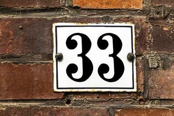 Hausnummer Dreiunddreißig
