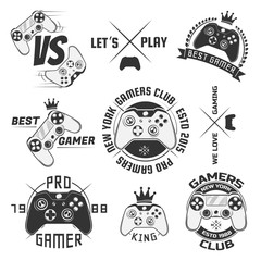 Set of vintage gamepad emblems, labels, badges, logos and design elements. Monochrome style.