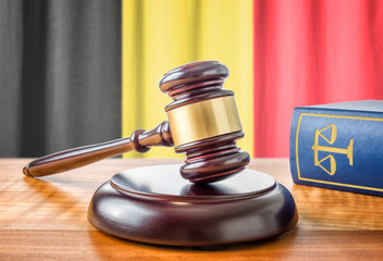 Richterhammer und Gesetzbuch - Belgien
