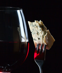Gorgonzola and red wine