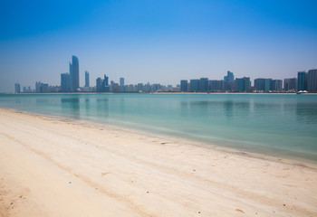 Foto op Canvas Abu Dhabi View of the modern city by the sea