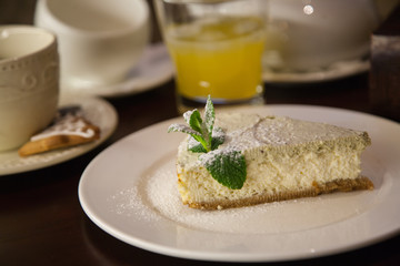 cheesecake with pistachio cream with mint
