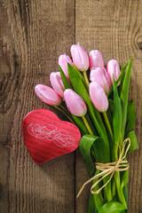 scatola-cuore e tulipani