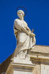 Santa Lucia statue on facade of Siracusa cathedral