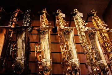 Spoed Foto op Canvas Muziekwinkel Saxophones in store 3