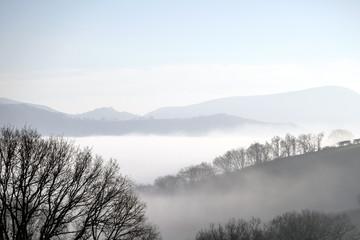 landscaps minimal fog and mountains