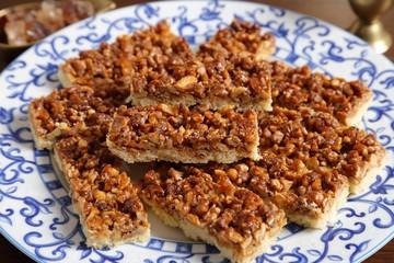 Cake with caramelized walnuts.