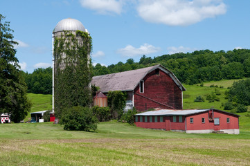 Rustic red barn during Spring in New York