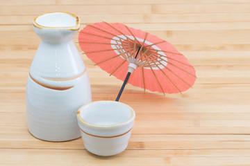 日本酒と和傘のミニチュア