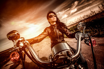 Affiche - Biker girl on a motorcycle