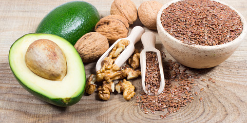 Sources of omega 3 fatty acids: flaxseeds, avocado and walnuts