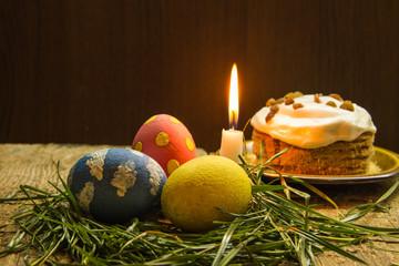 Пасхальные угощения и горящая свеча