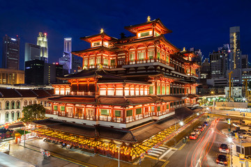 Fotobehang Singapore Night View of a Chinese Temple in Singapore Chinatown