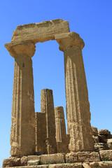 Der Hera-Tempel im Valle dei Templi: Dorische Säulen mit Kapitellen und Architrav