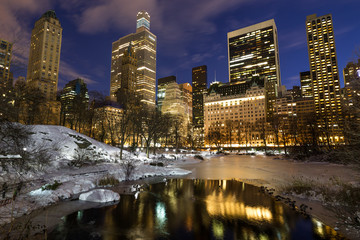 Fototapete - New York City Central Park in snow at night