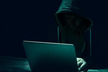 Hacker am Notebook