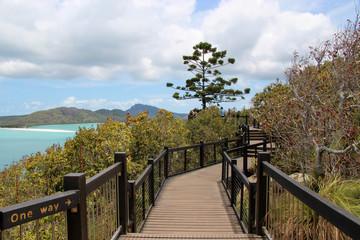 Der Weg zum Hill Lookout auf der Whitsunday Insel mit Sicht auf den Whitehaven Beach, aufgenommen im November 2015