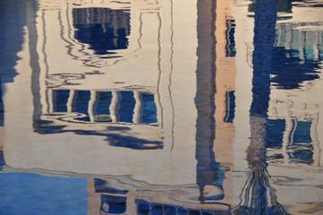 Dubai - Spiegelung im Wasser