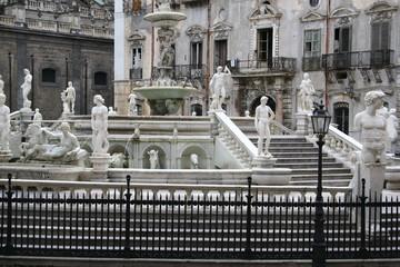 Piazza Pretoria – Fontana Pretoria & Palazzo Senatorio in Palermo, Sizilien, Italien
