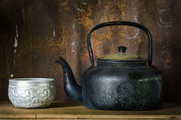 Kettle for boiling hot water to maker hot drink with old style c