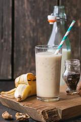 Spoed Foto op Canvas Milk Banana smoothie