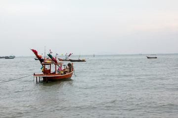 boat fishing stop near land