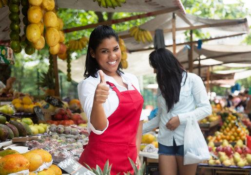 Mexikanische Obst Verkäuferin auf dem Wochenmarkt
