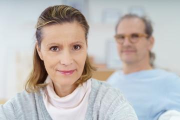 attraktive ältere frau mit ihrem mann