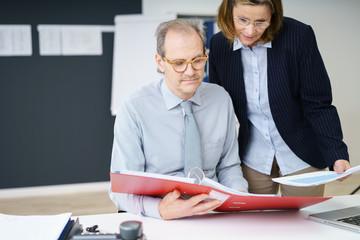 senior manager in einer besprechung
