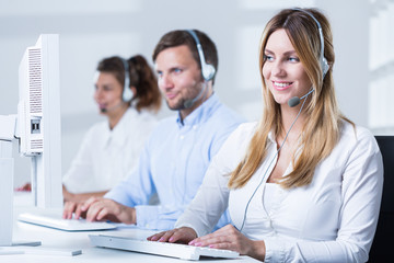 Call center consulatnt during work