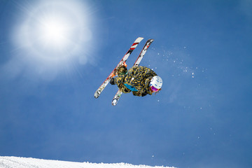 salto acrobatico con sci