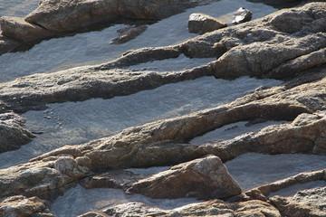 Flaque d'eau dans les rochers