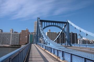 青空と青い橋