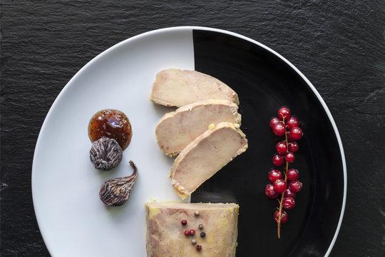 foie gras tranché assiette
