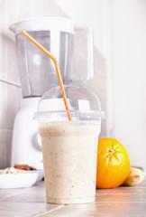 Spoed Foto op Canvas Orange smoothie with blender