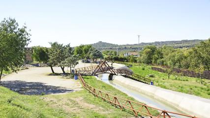 Canal de riego en la provincia de Huesca, España