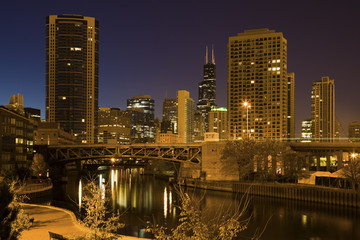Fototapete - Chicago River and city skyscrapers