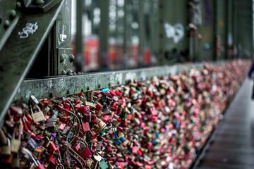 Liebesschlösser an der Hohenzollernbrücke in Köln