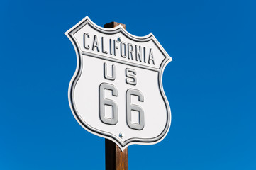 Deurstickers Route 66 Scenic view of historic Route 66 sign