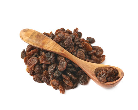 Wooden spoon over the pile of raisins