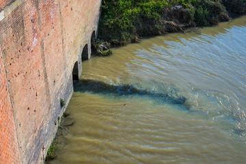 Canale di scarico di acqua sporca, Inquinamento,