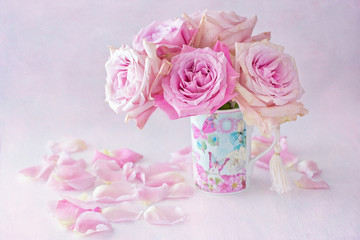Beautiful fresh pink roses in a beautiful box on a light background .