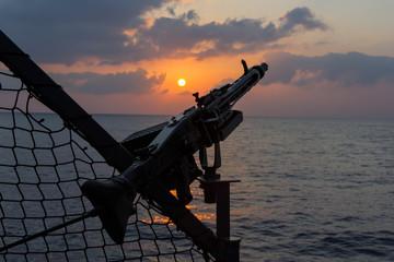 Maschinengewehr an Bord