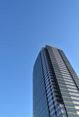 高層ビルと空