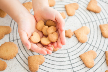 子供の手作りクッキー