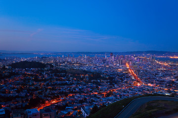 Fototapete - Evening view of San Francisco downtown and houses