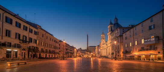 Fototapete - Rome, Italy: Piazza Navona in the sunrise