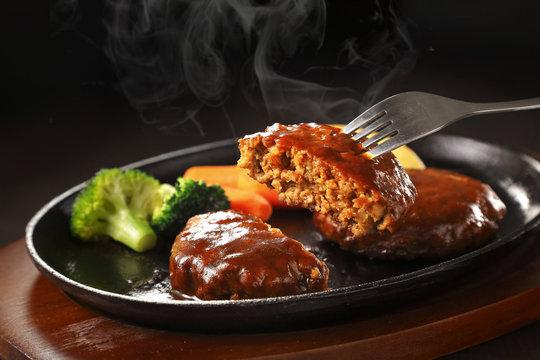デミグラス ハンバーグ Hamburger Steak with Japanese Demi-glace Sauce
