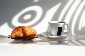 Утренний кофе, круассан