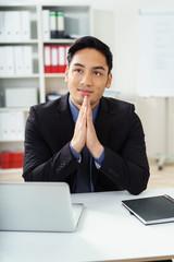 zufriedener manager im büro